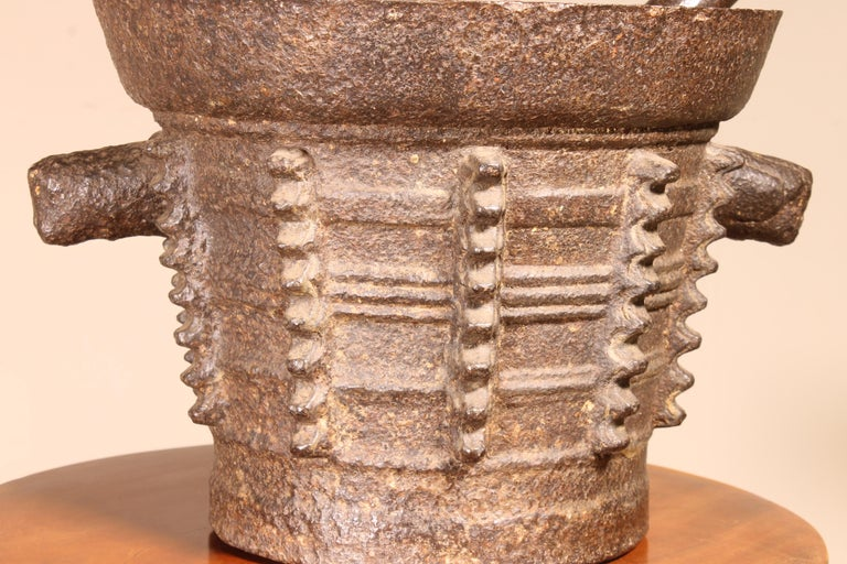 Mortar and Pilar End 15th Century Gothic Period In Good Condition For Sale In Brussels, Brussels