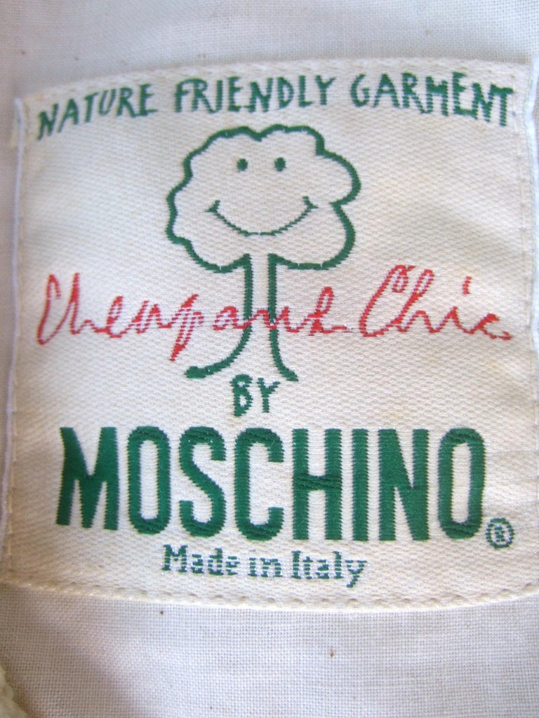Moschino Italy Cream Laine Wool Wood Heart Button Cropped Jacket c 1990s For Sale 10