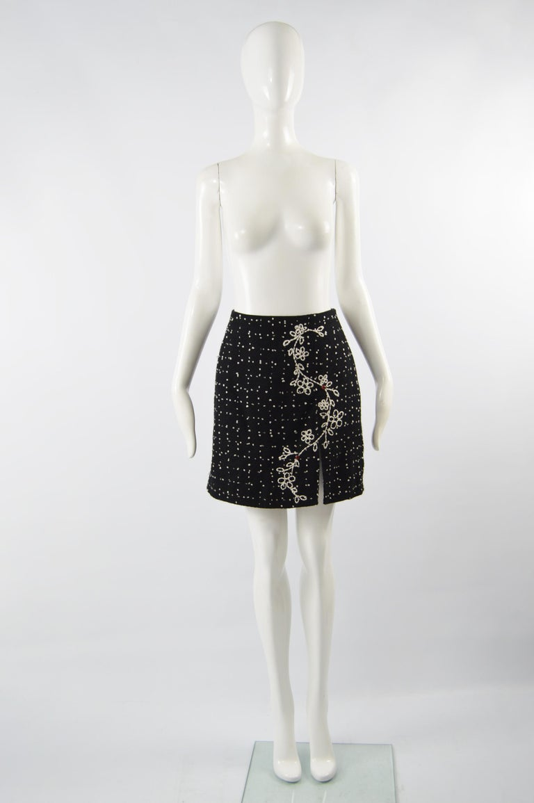 An amazing vintage womens mini skirt from the 90s by Moschino. In a black and white boucle tweed with an embroidered front and whimsical ladybird appliques on top. Perfect for the office or at a party.   Size:  Marked vintage IT 46 but fits more