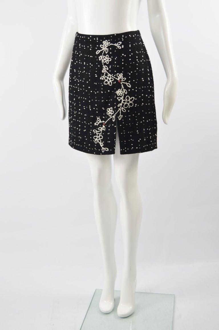 Moschino Vintage Black & White Cashmere Tweed Skirt In Excellent Condition For Sale In Doncaster, South Yorkshire