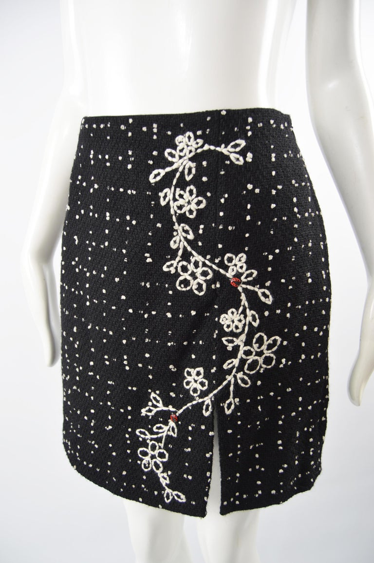 Women's or Men's Moschino Vintage Black & White Cashmere Tweed Skirt For Sale