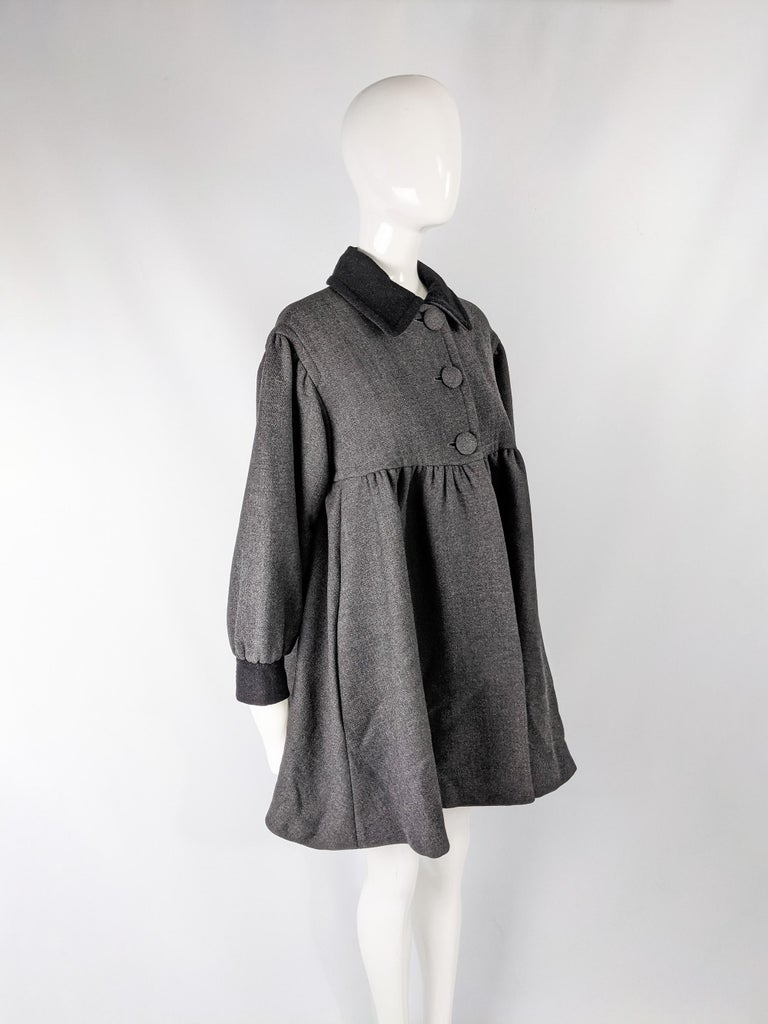 Moschino Vintage Wool Coat In Excellent Condition For Sale In Doncaster, South Yorkshire
