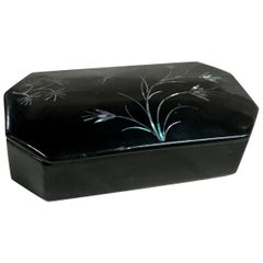 Mother of Pearl Flowers and Dragonfly on Asian Black Lacquer Snuff Box