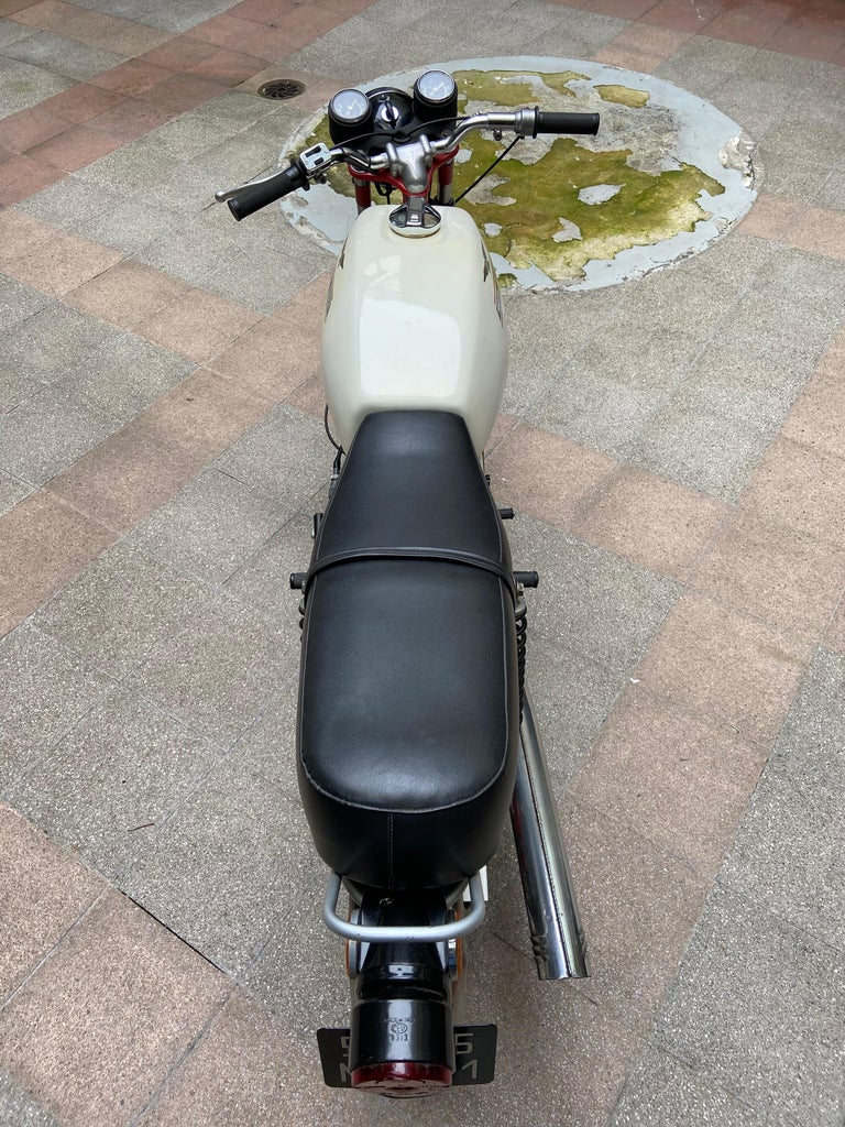 Motorbike Guzzi, Stornello 160 White, 1971 In Good Condition For Sale In Saint ouen, FR