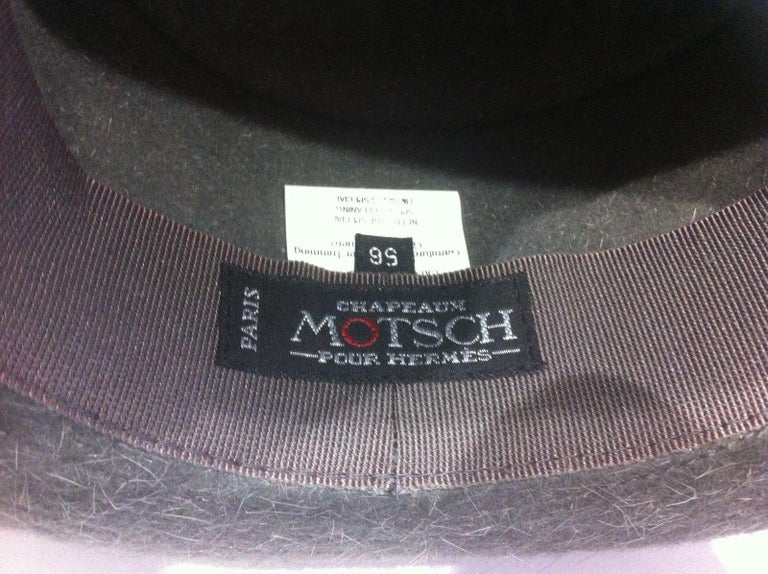 Absolutely Gorgeous Authentic Hat  Made by Motsch Paris for Hermès  No idea of the year of issue. Guess it is a vintage hat.  Made of Felt  Colorway: Grey  Trimming in brown Leather, white stitching,