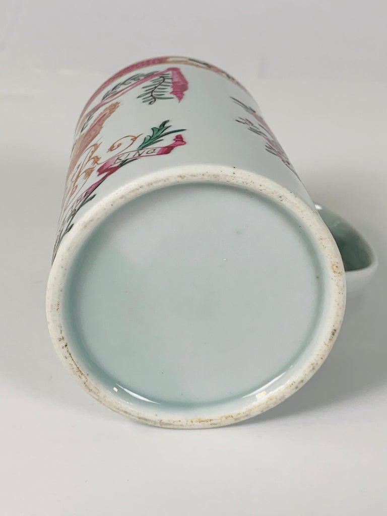Motto God Save the King Hand Painted on an 18th Century Chinese Porcelain Mug For Sale 6
