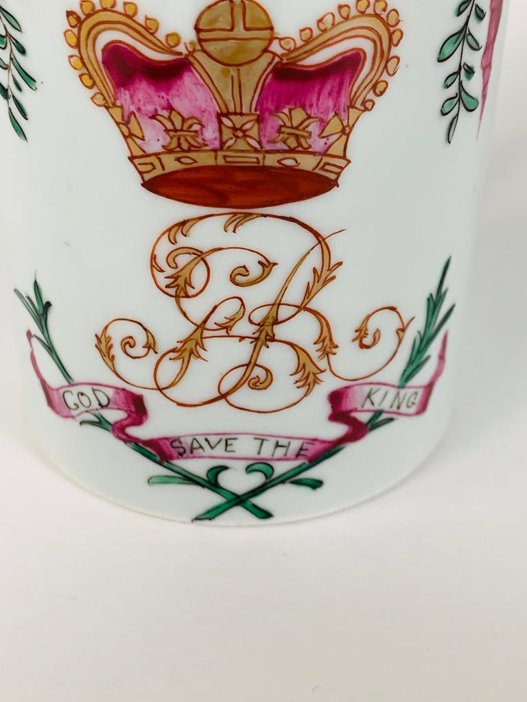 Motto God Save the King Hand Painted on an 18th Century Chinese Porcelain Mug For Sale 3