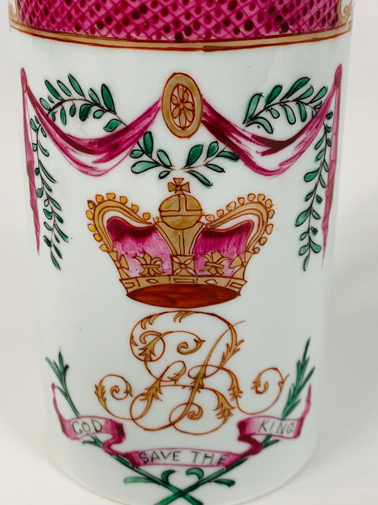 Motto God Save the King Hand Painted on an 18th Century Chinese Porcelain Mug For Sale 4