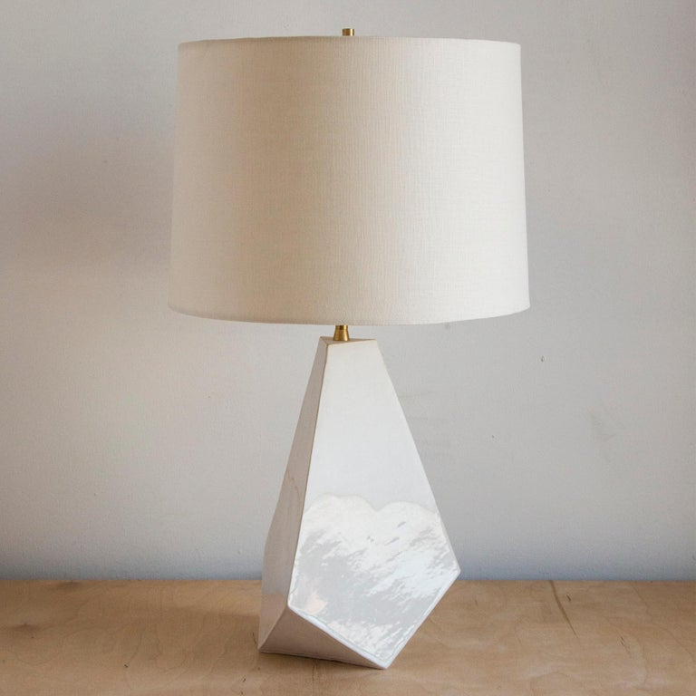 'Mountain' Matte and Glossy White Geometric Ceramic Table Lamp In New Condition For Sale In Bronx, NY