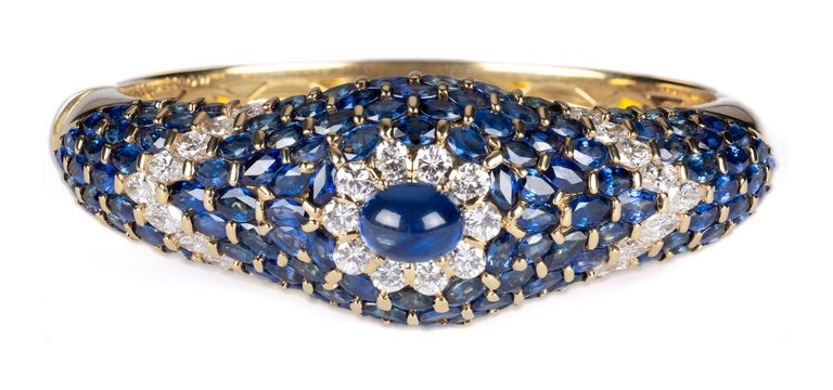 Women's or Men's Moussaieff High Jewelry Blue Sapphire and Diamond Bracelet For Sale
