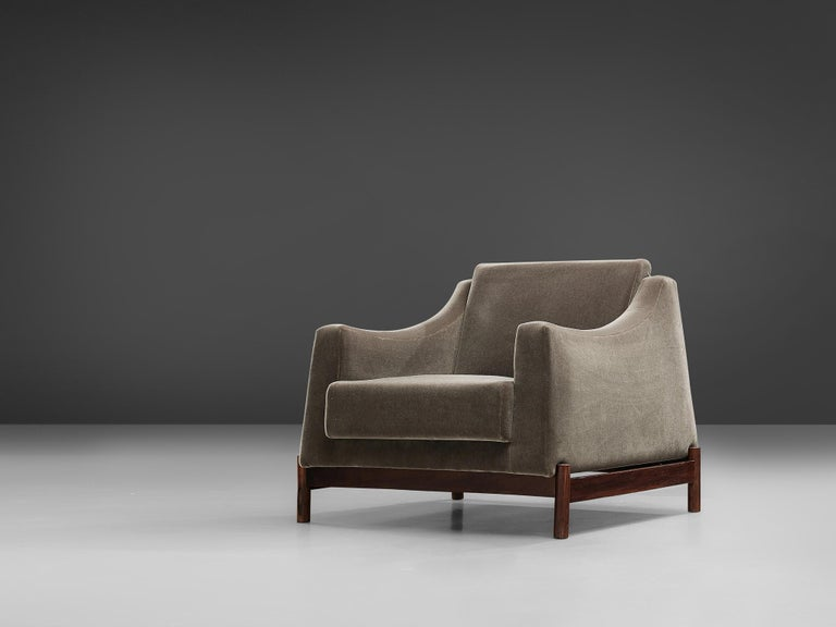Móveis Cimo, lounge chair, rosewood and fabric, Brazil, 1950s.  Fully restored and reupholstered Brazilian lounge chair, designed by Móveis Cimo. This eye catching club chair feature an organic shaped seat that rests on the wooden frame. The