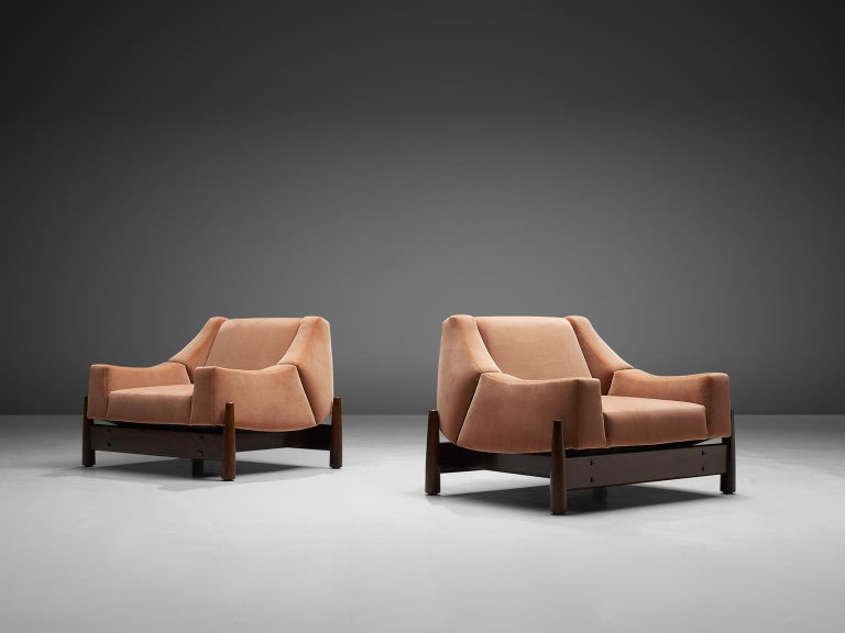 Brazilian Móveis Cimo Pair of Sculptural Lounge Chairs