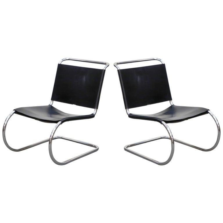 MR 30/5 Lounge Chairs by Mies van der Rohe for Knoll International, Signed Pair For Sale