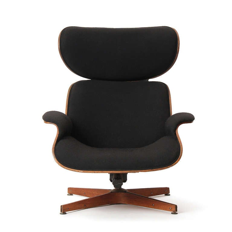The Classic swiveling lounge chair designed by George Mulhauser for Plycraft. Continuous molded walnut plywood frame and form-fitted upholstery on a tilting, four-pronged base.