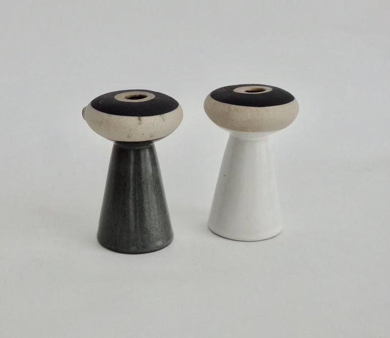 American Mr Salt and Mrs Pepper Shakers by David Gil for Bennington Pottery Vermont For Sale
