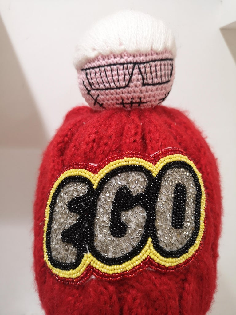 Muamua red wool Karl doll Ego beads hat In New Condition For Sale In Capri, IT