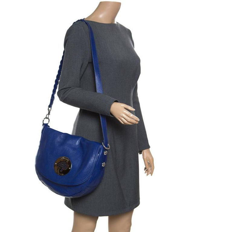 ca917448572 An everyday bag coming from Mulberry will offer you a winsome look. Crafted  from grained