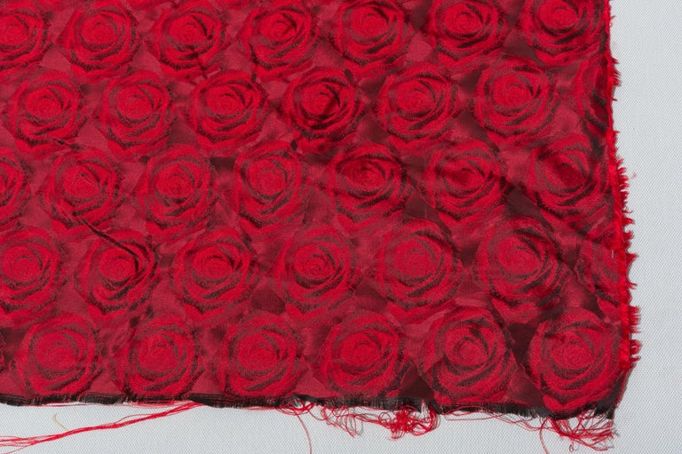 T/249 - Mulberry curtain fabric for this silk drapery with beautiful red roses - cm. 350 x 130 - May be an idea for an evening dress also...