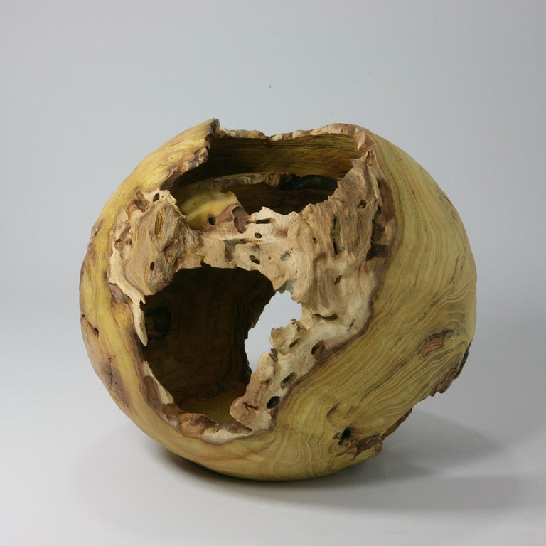 A one of a kind work of art made of mulberry, this stunning sphere was crafted by Nicola Tessari with the lathe. Using a particularly complex method, the artist followed the irregular waves of the wood's grain, while highlighting its unique