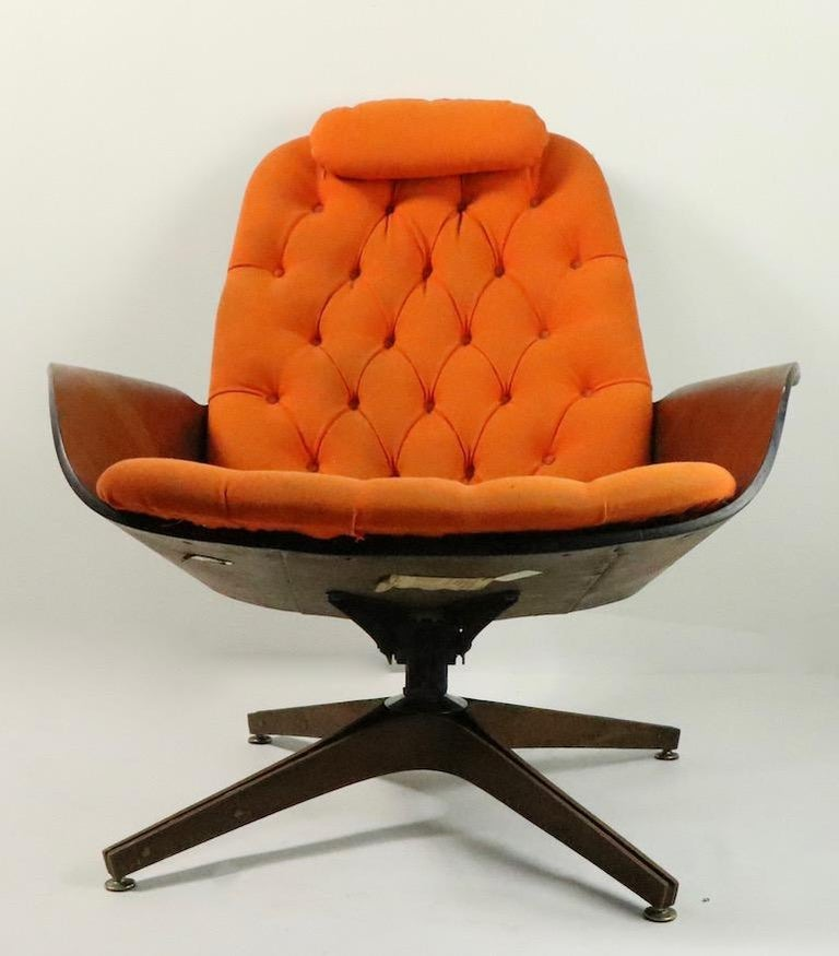 Mulhauser for Plycraft Mr. Chair and Ottoman In Good Condition For Sale In New York, NY