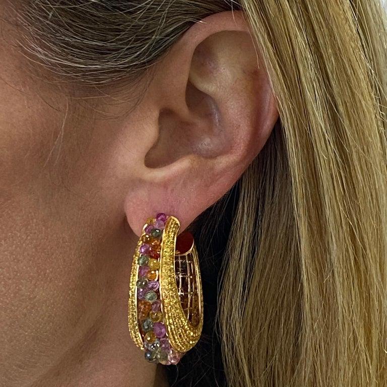 Round Cut Multi-Color Briolette Sapphire 18 Karat Yellow Gold Wide Hoop Earrings For Sale