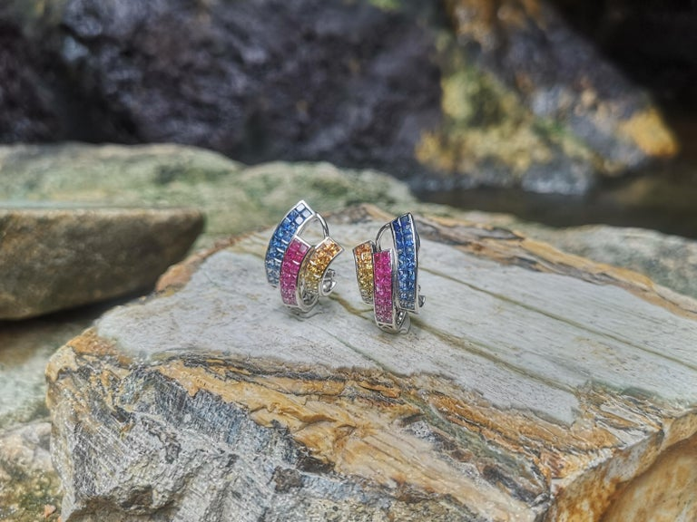 Multi-Color Sapphire Earrings Set in 18 Karat White Gold Setting In New Condition For Sale In Bangkok, TH