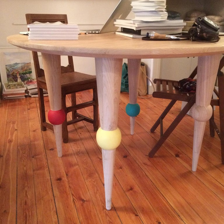 This round dining table is beautifully crafted from solid chestnut. Its turned legs nod to traditional interior codes, updated with brightly colored ball details. Easy to assemble, the ball dining table adds a vibrant touch to the dining space