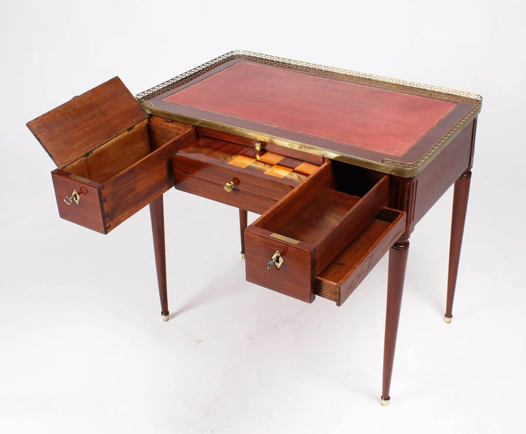 Antique dressing table, play and work table  Western Germany Mahogany Classicism circa 1810  Dimensions: H x W x D: 77 x 83 x 52 cm  Multifunctional 19th century table in mahogany veneered on oak. Round, conical legs standing in brass