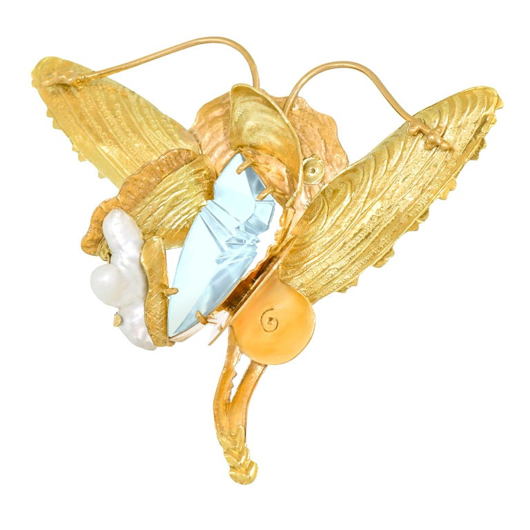 Munsteiner Fantasy Cut Aquamarine in a Margaret Barnaby Gold Brooch For Sale