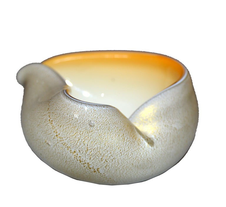 Mid-20th Century Murano Art Glass Beige & Gold Flecks Catchall, Bowl Inspired by Alfredo Barbini For Sale