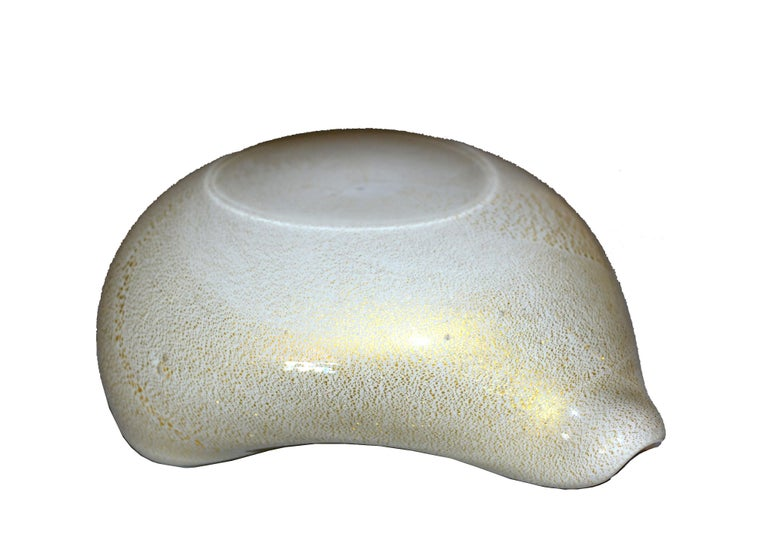 Murano Art Glass Beige & Gold Flecks Catchall, Bowl Inspired by Alfredo Barbini For Sale 1