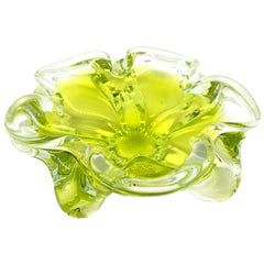 Murano Art Glass Lime Green and Clear Bowl Catchall Italy, Sommerso, 1970s