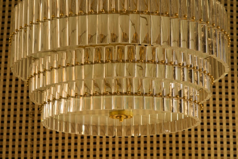 Mid-Century Modern Murano Art Glass Transparent and Brass Chandelier, 1970 For Sale