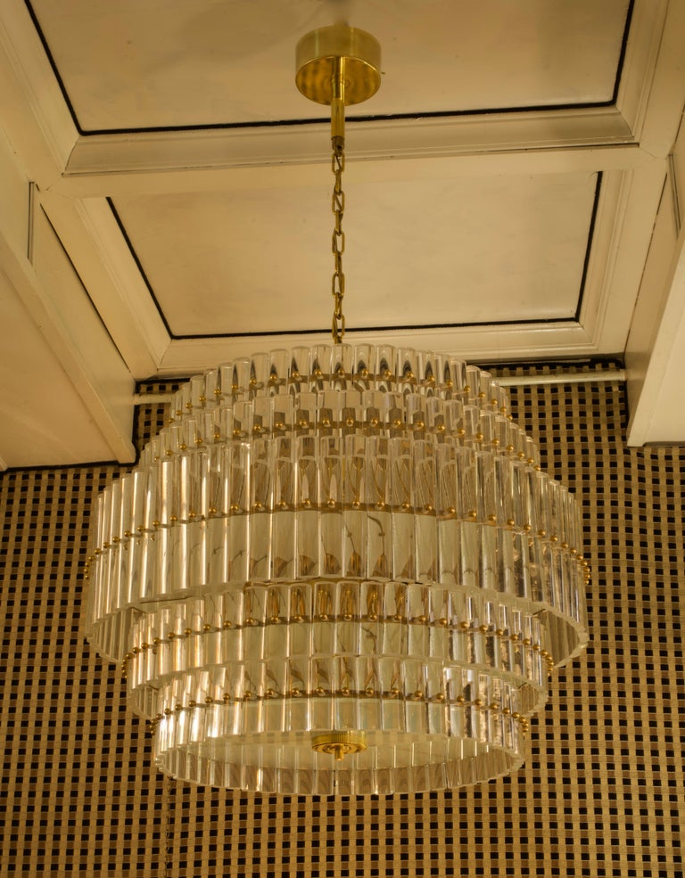 Murano Art Glass Transparent and Brass Chandelier, 1970 In Good Condition For Sale In Rome, IT