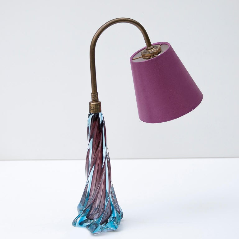 Twisted Murano glass table lamp with brass rode and a purple paper shade attributed to Seguso, Italy, 1950s.