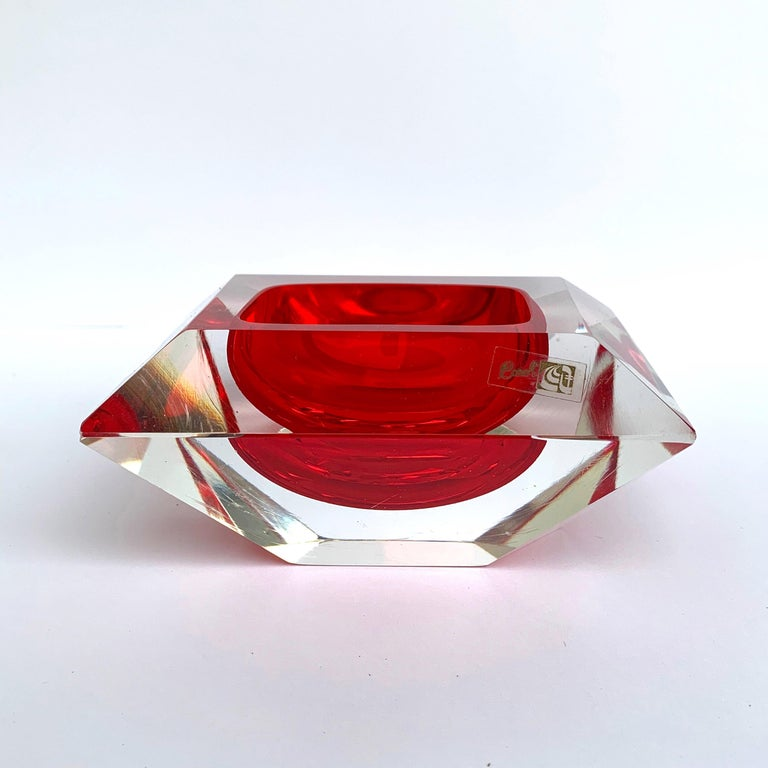 Mid-Century Modern Murano bowl, Flavio Poli, submerged glass. Cut and ruby color, Italy, 50s For Sale