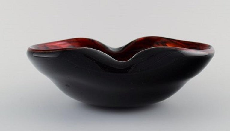 Murano Bowl in Black and Red Mouth Blown Art Glass, Italian Design, 1960s In Excellent Condition For Sale In Copenhagen, Denmark