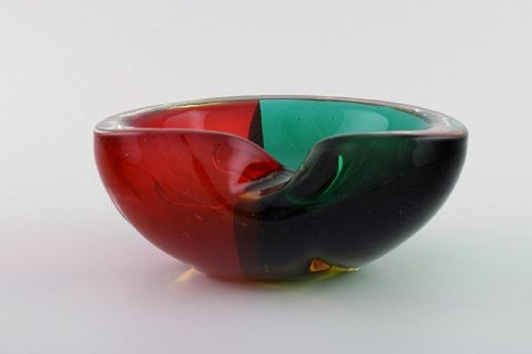Murano Bowl in Red and Green Mouth Blown Art Glass. Italian Design, 1960s For Sale 1