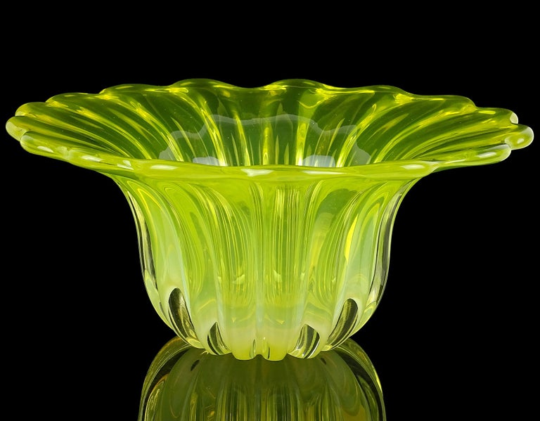 Murano Bright Yellow Opalescent Italian Art Glass Midcentury Center Bowl Vase In Good Condition For Sale In Kissimmee, FL