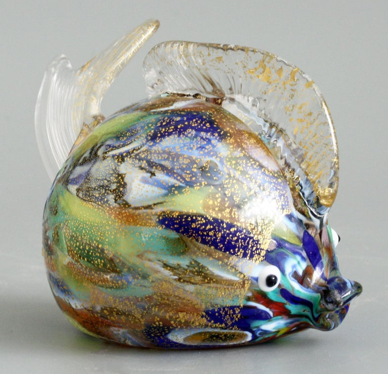 A delightful and quality vintage Italian Murano hand blown glass puffer fish dating from the 20th century. The rounded fish is blown in clear glass with multi colored and gold aventurine inclusions to the body and with black on white glass applied