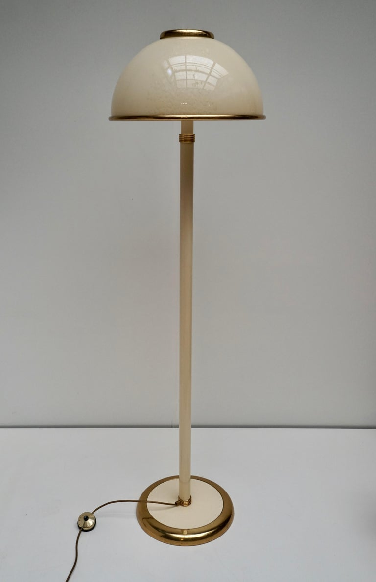 Italian cream Murano glass and brass floor lamp. The light requires two single E27 screw fit lightbulbs (60Watt max.) LED compatible.  We also have the same in a table lamp. Height 163 cm. Diameter 46 cm. Weight 12 kg.