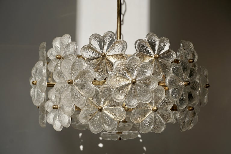 Murano Glass and Brass Flower Chandelier For Sale 4