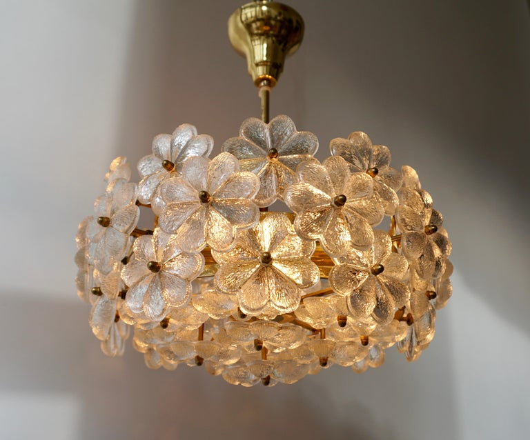 Italian Murano glass and brass floral pendant light. Diameter 40 cm. Height fixture 20 cm. Total height 45 cm. Weight 7 kg. Six E14 bulbs.