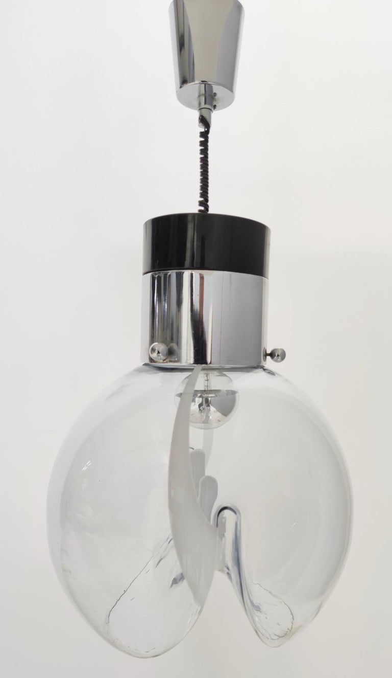 Murano Glass and Varnished Metal Pendant by Toni Zuccheri for Venini, Italy In Excellent Condition For Sale In Bresso, Lombardy