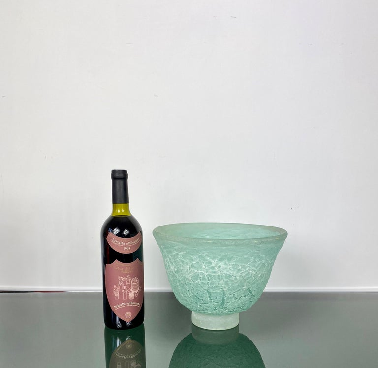 Murano Glass Blow Centrepiece Vase Signed Cenedese Scavo Technique, Italy, 1970s In Good Condition For Sale In Rome, IT