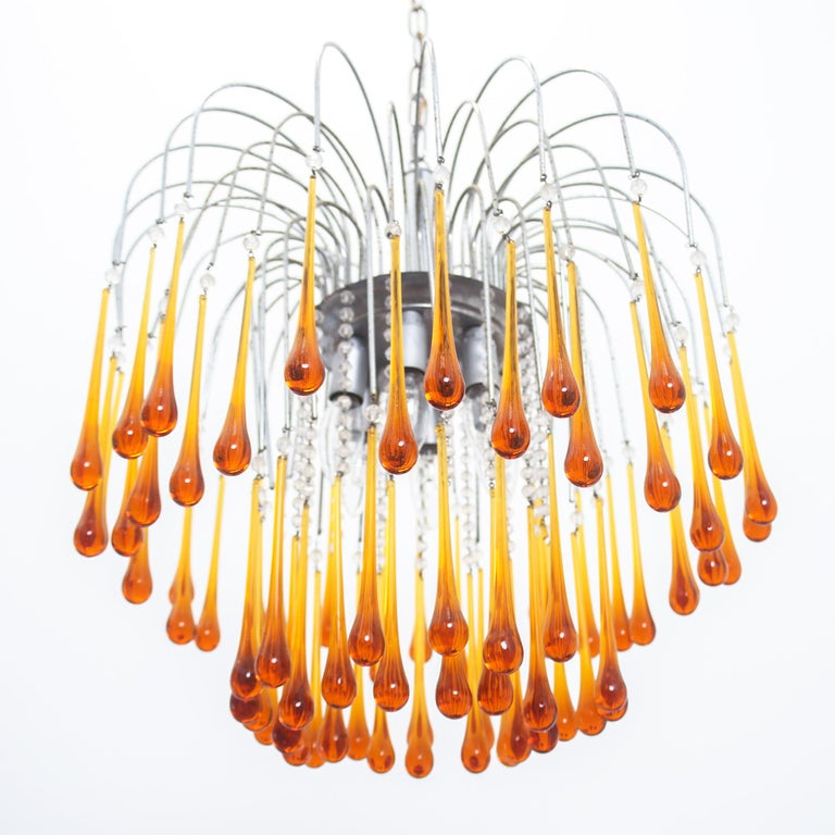 This large Murano brown glass drops and caramel colour crystals chandelier was made and designed by Venini in the 1960s.