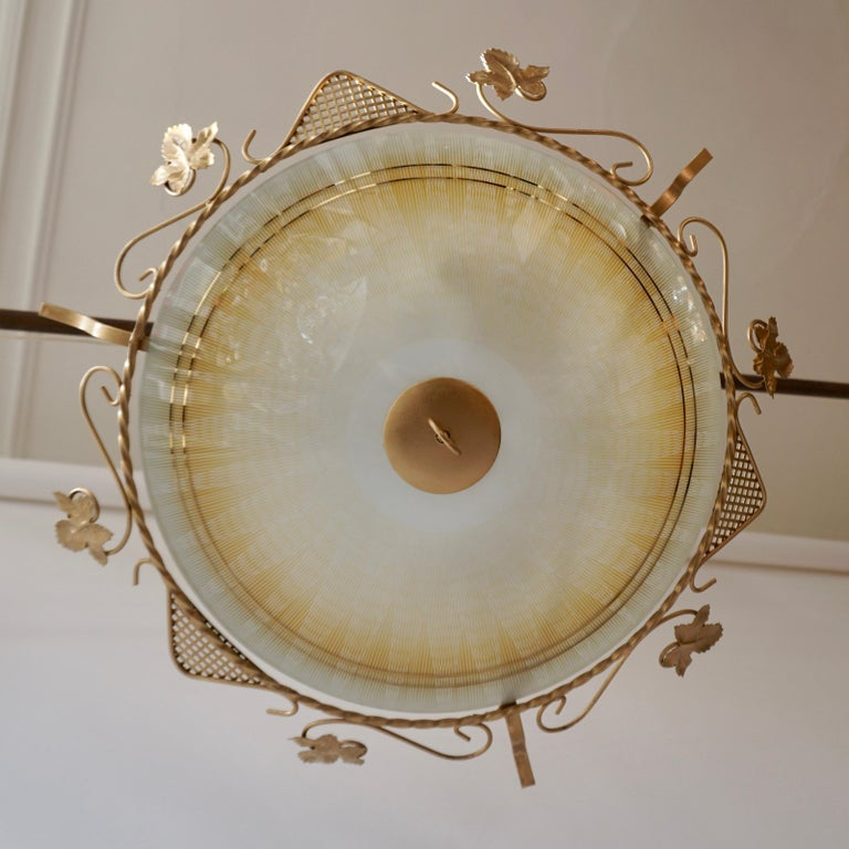 Large and elegant Mid-Century Modern Sputnik flush mount or wall lamp. Manufactured probably in Murano in Italy, 1950s. 