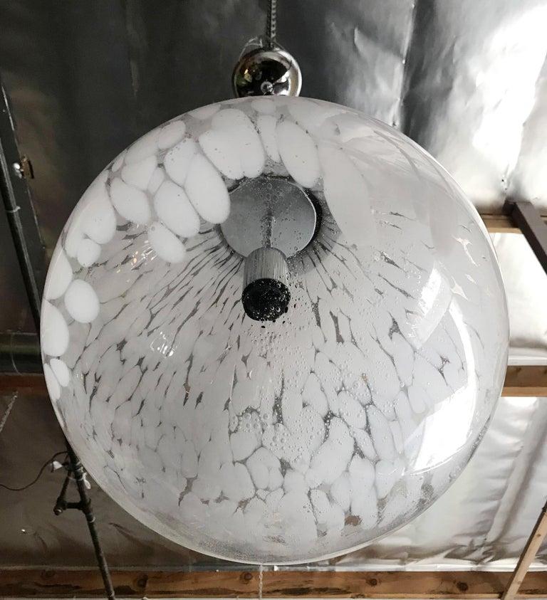 Murano Glass Globe Pendant by Venini In Good Condition For Sale In Palm Springs, CA