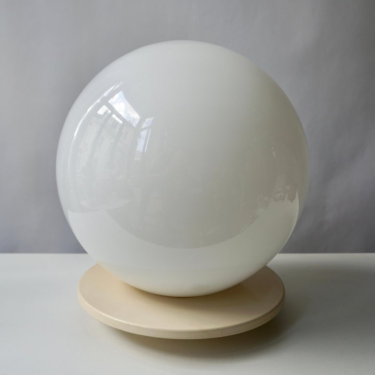 Mid-Century Modern Murano Glass Globe Shaped Table Lamp Made in Italy For Sale