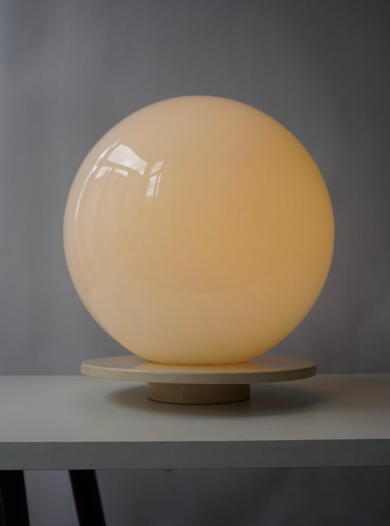 Murano Glass Globe Shaped Table Lamp Made in Italy In Good Condition For Sale In Antwerp, BE